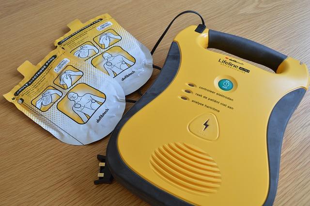 Les défibrillateurs : importance et qui peut les utiliser ?