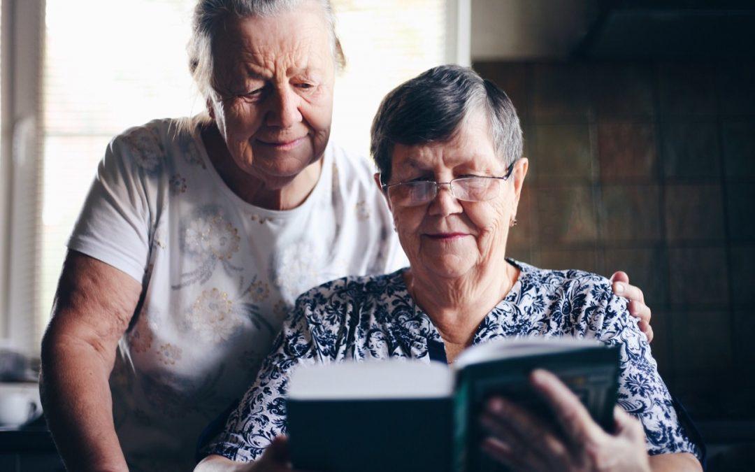 Les différentes solutions pour aider un senior dans sa vie quotidienne.